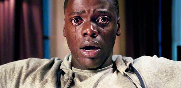En Huye, Daniel Kaluuya es un joven que cree vivir en un mundo posracial que pronto se revela pesadilla