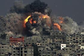 Gaza se quedó sin luz por el ataque de Israel contra la única planta eléctrica del lugar