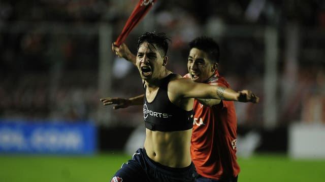 Benítez celebra su gol, el que le dio la clasificación a Independiente