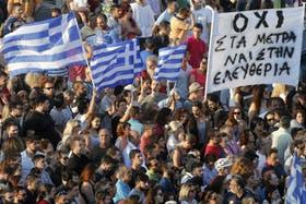Miles de manifestantes protestan contra las políticas del FMI en Atenas