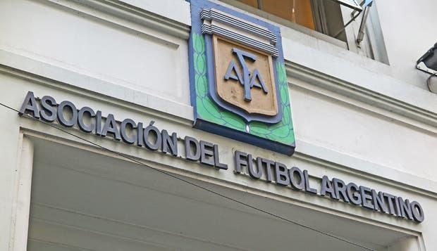 La AFA, en crisis permanente