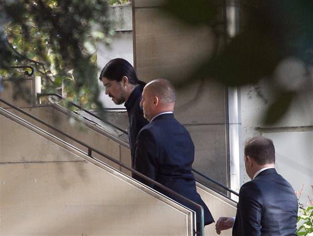 Martín Báez, ayer, a su llegada a los tribunales de Comodoro Py
