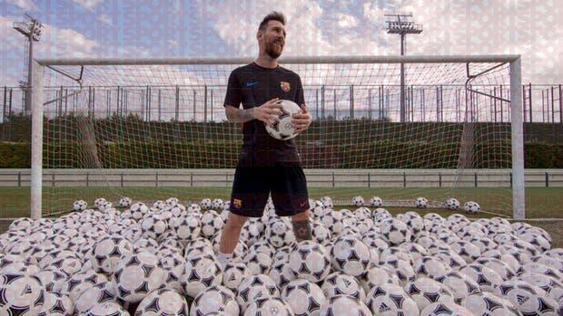 La foto de Messi con las 300 pelotas