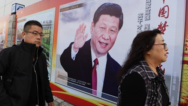 Imágenes del presidente Xi inundan Pekín, durante un nuevo congreso partidario
