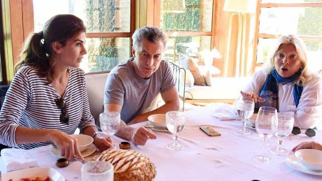 Macri almorzó junto a Elisa Carrió y Juliana Awada en Los Abrojos