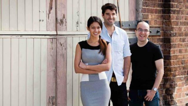 Melanie junto a los otros cofundadores de Canva: su novio Cliff Obrecht (centro) y Cameron Adams