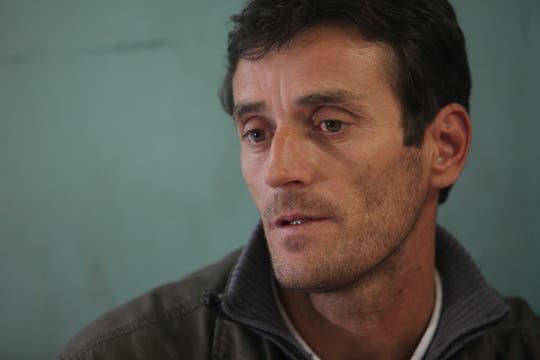 Milton, padre de Omar, admite que era un chico difícil, inquieto y que se metía en problemas.. Foto: LA NACION / Guadalupe Aizaga