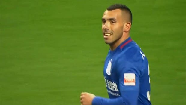 Tevez celebró su primer gol oficial en China