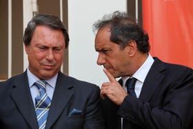 El gobernador bonaerense, Daniel Scioli, junto al nuevo ministro de Justicia, Ricardo Casal