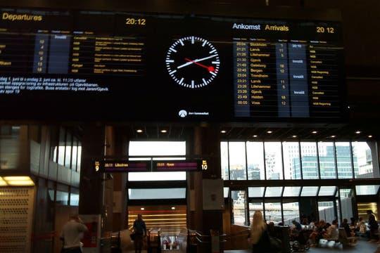 Vista de la estación terminal de trenes de Oslo. Foto: LA NACION / Juan Pablo De Santis