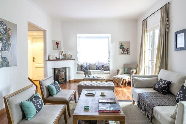 Para cerrar el área del living, en este espacio se eligieron dos butacas con base de madera en sintonía con la mesa ratona.  /Archivo LIVING