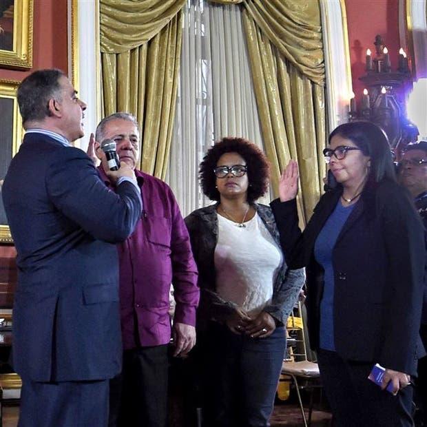 La ex canciller Rodríguez, que chocó em varias ocasiones con sus pares del Mercosur, toma juramento al fiscal general