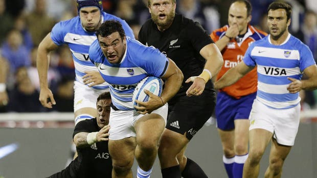 Agustín Creevy en acción ante los All Blacks