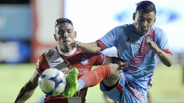 Argentinos y Arsenal, duelo vibrante en La Paternal