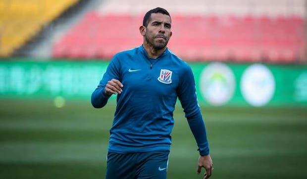 Tévez vuelve a Argentina para tratarse su lesión