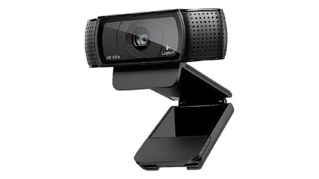 A su vez, la Logitech C920 dispone de un sistema plegable que se adapta a cualquier tipo de monitor