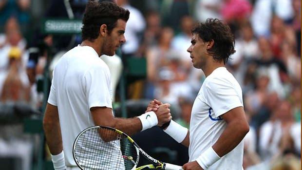 El saludo tras el triunfo de Rafa en Wimbledon 2011
