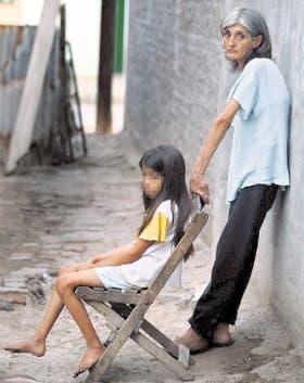 Alba y su hija Fátima luchan para salir de la pobreza y del dolor