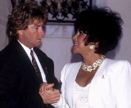Liz Taylor y uno de sus ocho maridos, Larry Fortensky, en 1993.. Foto: Archivo