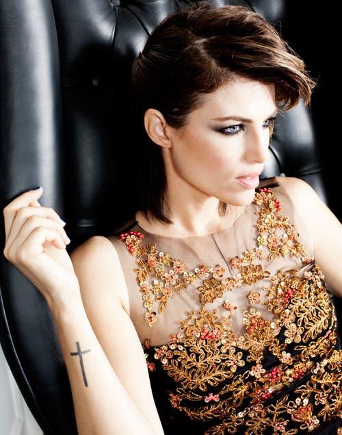 Vestido de tul bordado con piedras y flores ($4500, Natalia Antolin).