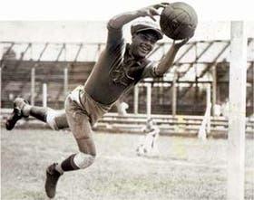 Yustrich fue un guardavallas de una gran elasticidad; también, un ejemplo de deportista
