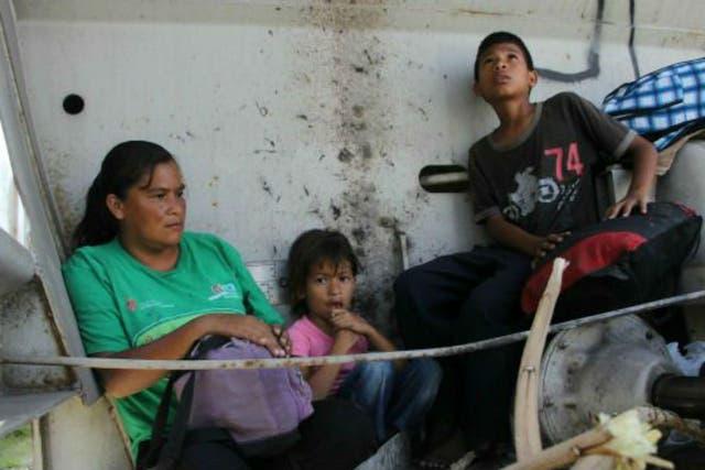 Cada vez más mujeres centroamericanas y sus hijos escapan de la violencia en sus países