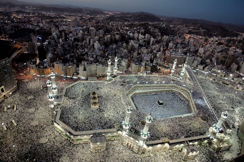 ¿Qué sucede en Arabia Saudita con cada peregrinación? ¿Qué se siente formar parte de la movilización humana más grande del planeta? ¿Quiénes son los que logran cumplir con el gran precepto del islam? Diario de un viaje que exige un 1% de ritos y un 99% de paciencia.