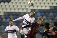 Gimnasia goleó 3 a 0 a Colón, en el cierre de la última fecha