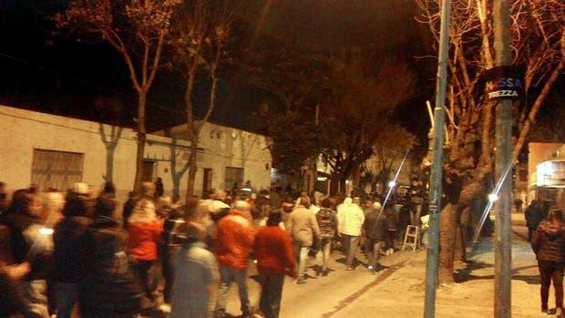 Vecinos del matrimonio de jubilados muertos en un secuestro, en la comisaría de Villa Galicia