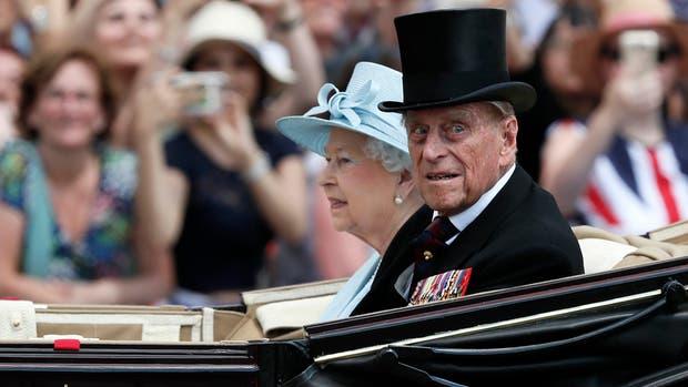 El rey Felipe, esposo de Isabel II, fue internado por una infección