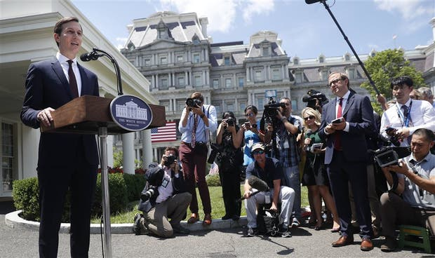 Tras declarar, Kushner habló con la prensa en la Casa Blanca