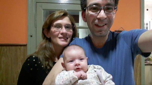 Betiana y Gabriel Domínguez con su hija Sofía