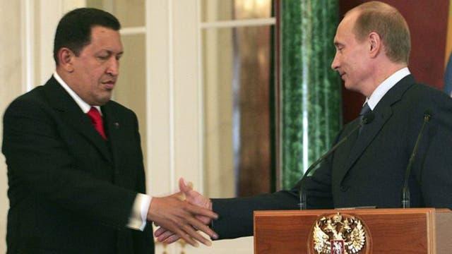 Hugo Chávez (izquierda) y Vladimir Putin forjaron la alianza militar entre Venezuela y Rusia