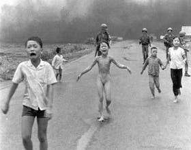 La hitórica imagen de Kim Phuc, el 8 de junio de 1972, recorrió el mundo