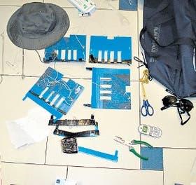 Un dispositivo ilegal colocado por ladrones en un cajero de Recoleta