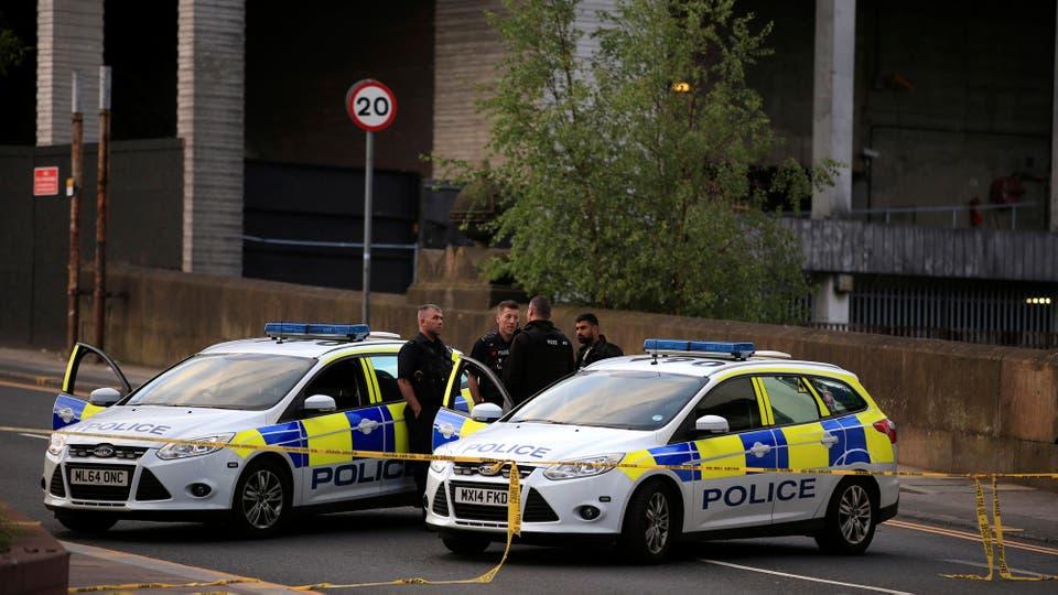 La policía patrulla y controla los alrededores del estadio. Foto: AP / Peter Byrne