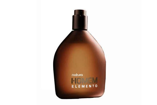 Natura Homem Elemento ($254), con aroma amaderado y envolvente. Foto: Alurralde Jasper