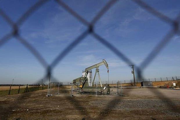Los vaivenes del precio del petróleo ayudan a unos pero perjudican a otros