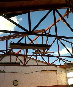 Las instalaciones del club Barracas sufieron serios daños por el temporal. Foto: LA NACION