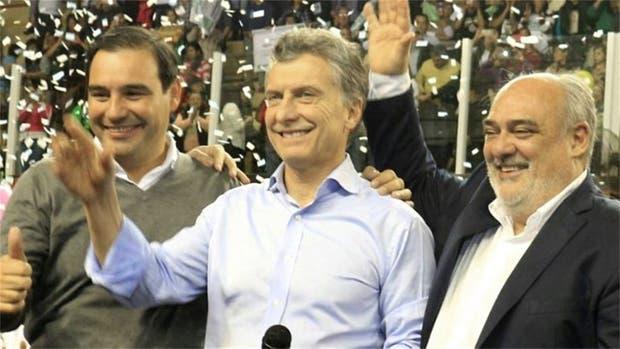 El presidente Mauricio Macri junto al gobernador electo Gustavo Valdés y el actual mandatario correntino, Ricardo Colombi, en Corrientes