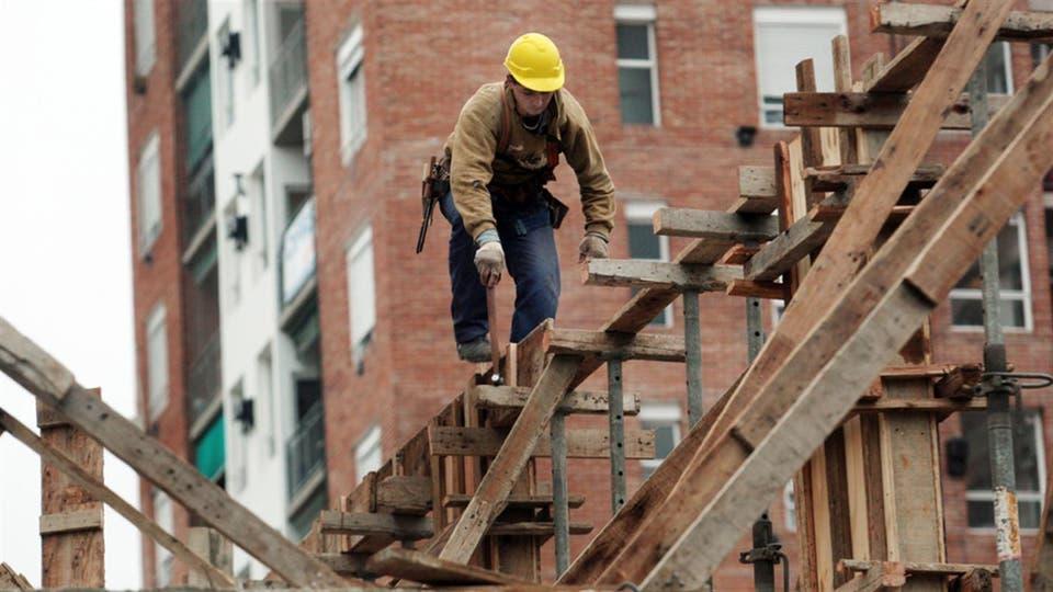 Casi ocho de cada diez firmas privadas dicen que mantendrán su plantilla sin cambios en el segundo trimestre; se enfrían las perspectivas de contratación en las constructoras