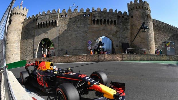 Ricciardo se quedó con un GP marcado por las chispas que se sacaron Vettel y Hamilton