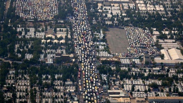 Miles de colectivos se ven estacionados en la ciudad y sus alrededores