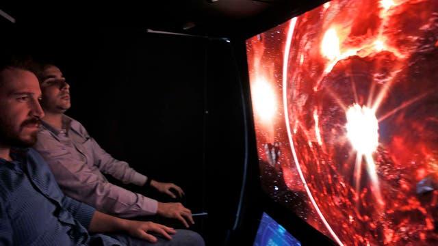 Hay las pantallas interactivas y simuladores