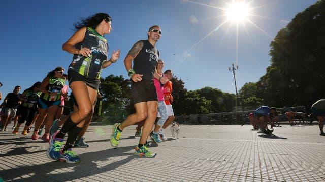 Gabriel Villela, entrenador de un running team, elige correr siempre a la mañana