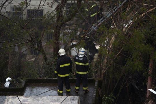 VIsta del área residencial Na Rua Vahia de Abreu, en Santos, donde se estrelló el avión del candidato a presidente de Brasil Eduardo Campos. Foto: EFE