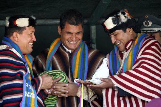 Chávez, Correa y Morales participaron de una ceremonia indígena en Ecuador en enero de 2007. Foto: Archivo