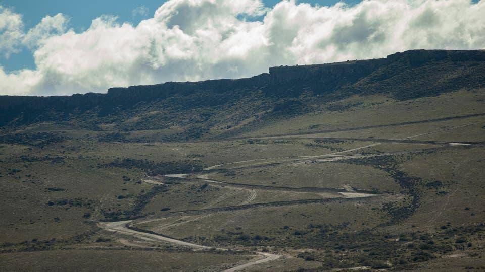 El Río Santa Cruz nace en los lagos Viedma y Argentino y desemboca en el Atlántico.