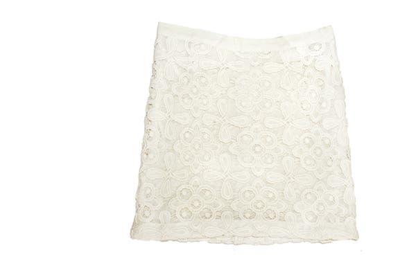 Falda de encaje (Akiabara, $670)..
