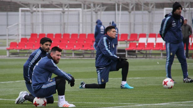 Banega y Messi, durante la práctica en Spartak de Moscú